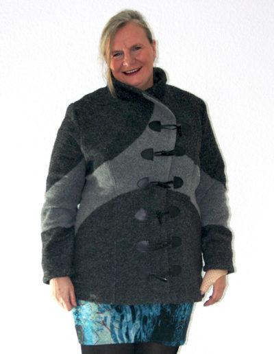 Gr. 46 Wolljacke Jacke mit Lederverschluß grau