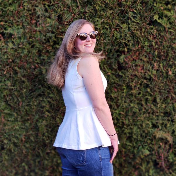 Yelda 46 Aermellos Schoesschen Weiß1