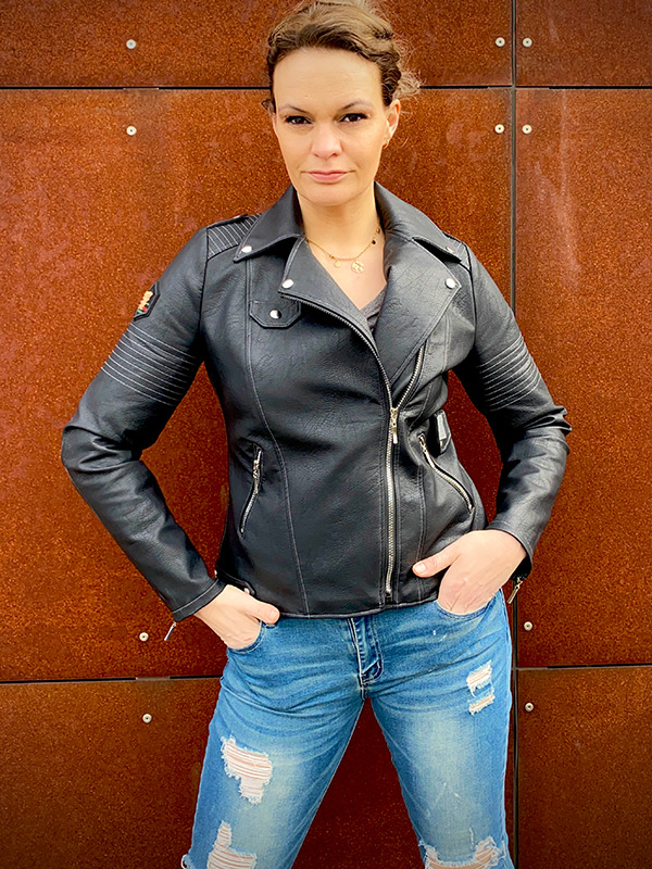 Lola 42 Schwarz Umlegekragen Tasche
