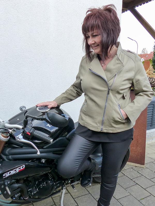 Lola 44 Beige Bike