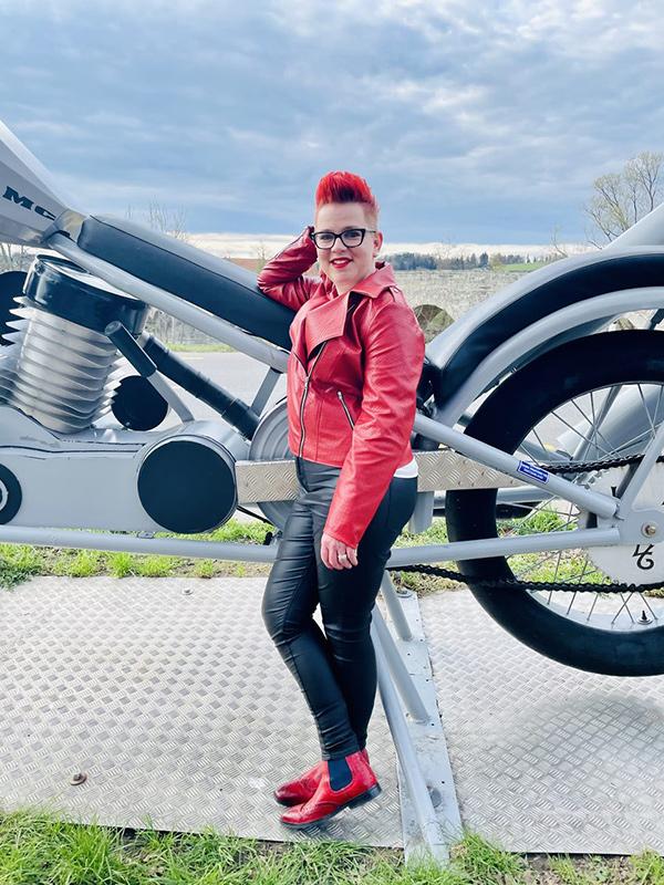 Lola 44 Rot Motorrad