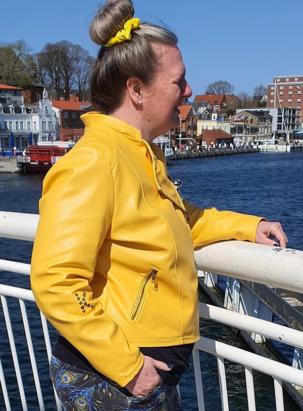 Lola 46 48 Gelb Seitlich