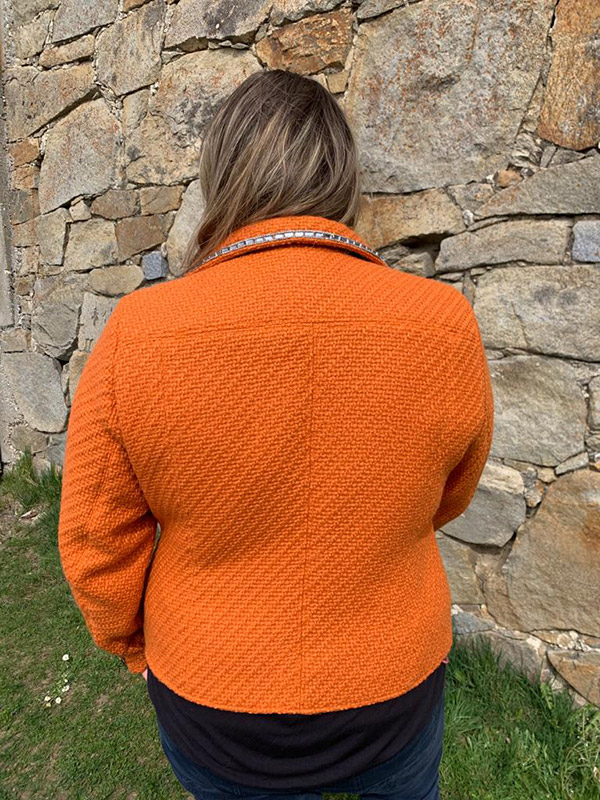 Lola 50 Orange Ruecken
