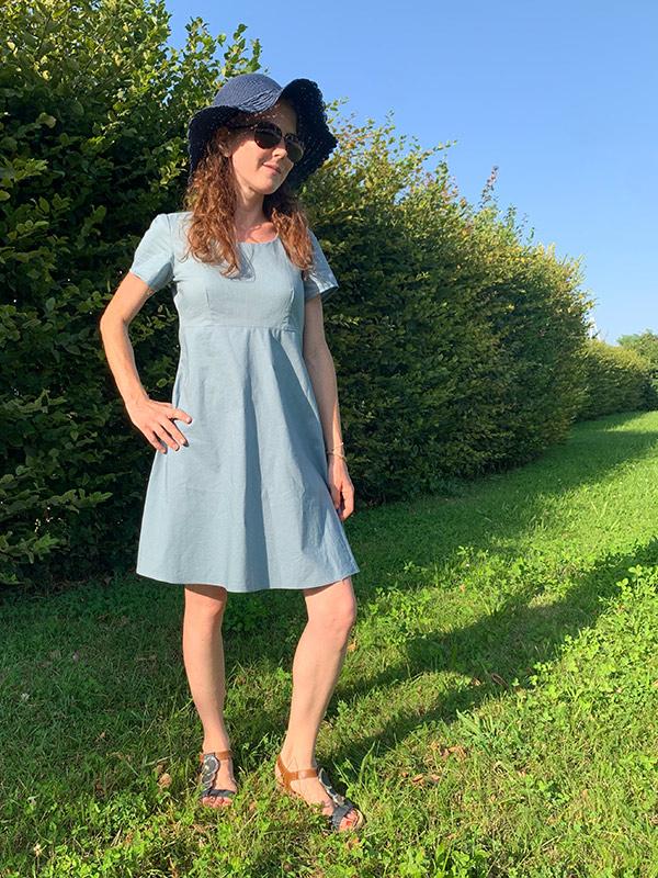 Lyana 34 Petite Gerades Kleid Seitlich