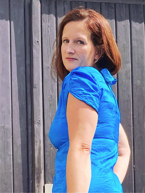 Lyana 40 Blau Satin Raffaermel